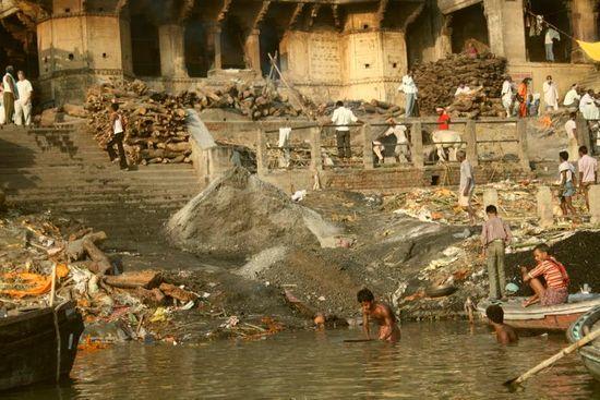 Купание в реке Ганг
